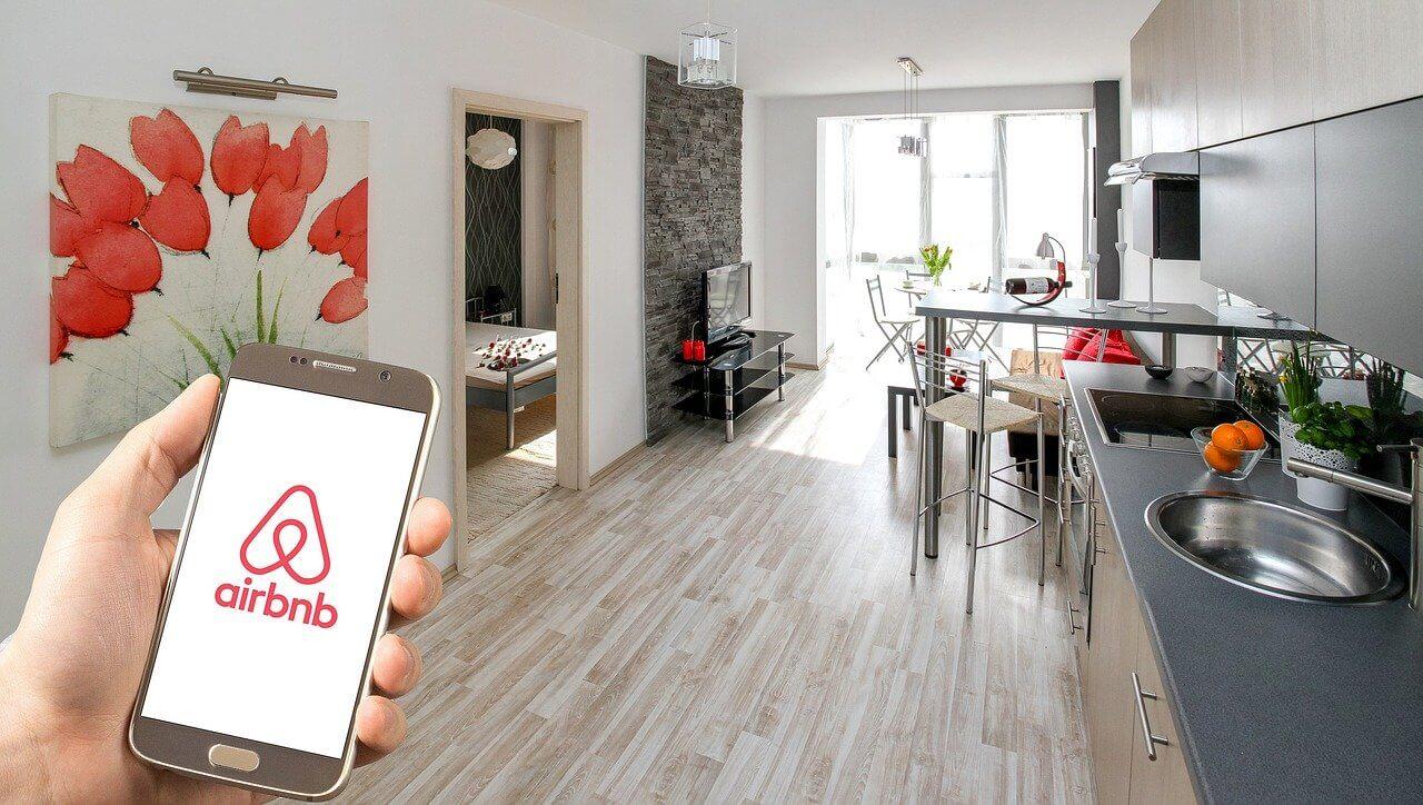 airbnb vs hotels